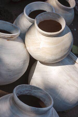 ollas de barro: Las ollas de barro para la venta en Jodhpur, India, Asia Foto de archivo