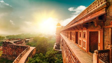 アーグラ城塞は、アグラ、ウッタルプラデーシュ州、インドに位置する記念碑です。砦は、城壁に囲まれた都市としてより正確に記述することがで 写真素材