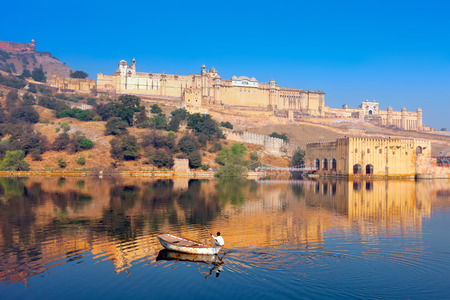 amber fort: Maota Lake and Amber Fort in Jaipur, Rajasthan, India, Asia
