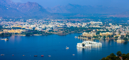 Lake Pichola en Taj Lake Palace, Udaipur, Rajasthan, India, Azië. Panorama. Stockfoto