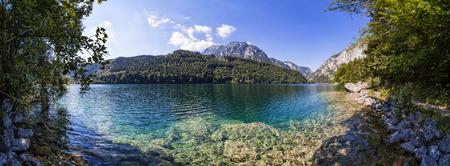 エルツベルガーもオーストリア、シュタイアー マルク州の近くの湖 Leopoldsteiner
