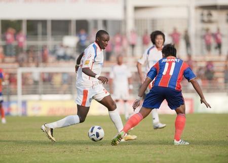 BANGKOK THAILAND- APRIL 6 : Thai Premier League (TPL) between thai port fc (Orange) vs TOT  SC (green)   on April 6, 2011 at PAT Stadium in Bangkok Thailand  Stock Photo - 9256619