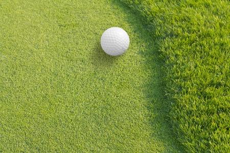 グリーン ティーにゴルフ ・ ボール 写真素材