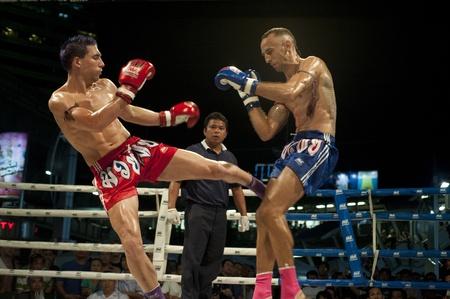 バンコク タイ-5 月 18: 正体不明の選手 May18、上の MBK ファイトナイトで 2011 MBK アベニュー リング、タイのバンコクで 報道画像