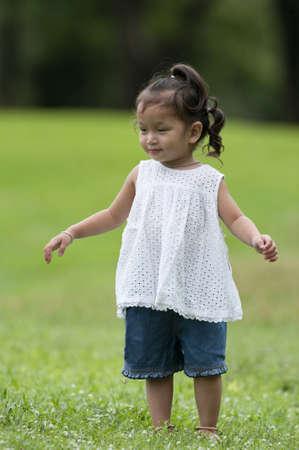 La niña en el Parque Foto de archivo - 9673645
