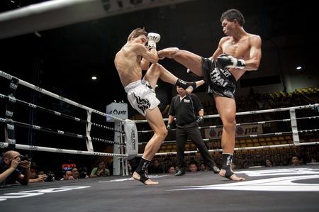 BANGKOK THAILAND-25. September: Thai Fight: Muay Thai .. Welt Standard-Bild - 10678604