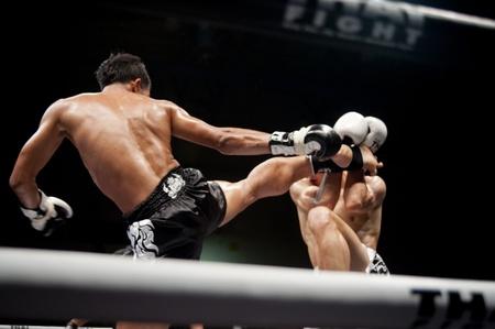 patada: Bangkok, Tailandia, 25 de septiembre: Lucha contra el tailand�s: Muay Tailand�s Mundial .. Editorial