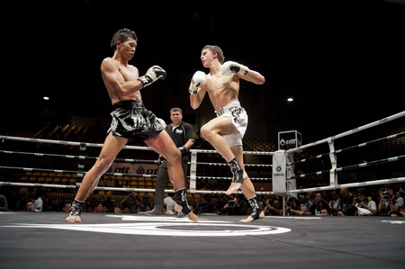 BANGKOK THAILAND-25. September: Thai Fight: Muay Thai .. Welt Standard-Bild - 10678536