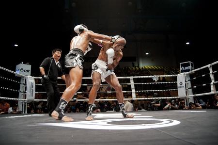 BANGKOK Thailand-25. September: Thai Fight: Muay Thai .. Welt Standard-Bild - 10678548