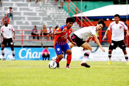 premierleague: BANGKOK, Thailandia - 26 maggio: Thai Premier League (TPL) tra Thai Port FC (O) vs Chainat (W) il 26 maggio 2012 alle PAT Stadium di Bangkok, Thailandia