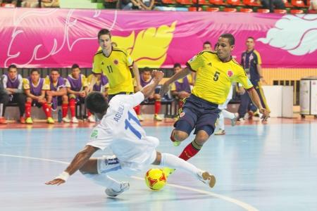 バンコク, タイ - 11 月 3 日: 正体不明プレーヤーで FIFA フットサル世界カップ タイ 2012年グアテマラ (W) の間対コロンビア (Y) 2012 年 11 月 3 日ニミブッ 報道画像