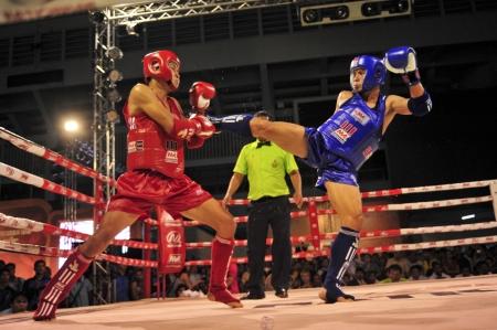 BANGKOK, THAILAND- MARCH 18 : H.Nguye Phu (R) and S.Chanapong (B) in Muaythai World Championship 2013 on March 18, 2013 at Nimitbut Stadium, Bangkok, Thailand