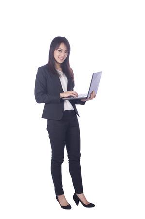 Mujer de negocios y ordenador port�til - aislados en un fondo blanco photo