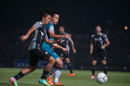 premier league: BANGKOK THAILAND-MARCH 26  Thai Premier League Bangkok United and Chainat FC at Thai-Japanese Stadiumon March 26,2014 in Thailand
