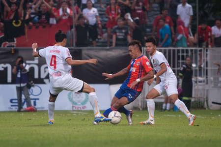 premierleague: 28 BANGKOK Thailandia-maggio: Thai Premier League Singtrareo Fc e Muangthong United al Pat Stadiumon maggio 28,2014 in Thailandia
