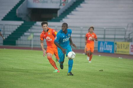 premierleague: BANGKOK THAILANDIA-30 marzo: Thai Premier League GSE Samutsongcham FC e FC a Suphanburi Army Stadiumon marzo 30,2014 in Thailandia