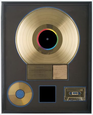 An authentic gold record award with all spaces blank for you to fill in.  All logos and trademarks removed. Imagens