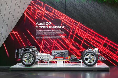 デトロイト - 1 月 15 日: アウディ Q7 E トロン 2015 年 1 月 13 日デトロイト、ミシガン州の 2015年北米国際自動車ショーでの公開されたドライブトレイン 報道画像