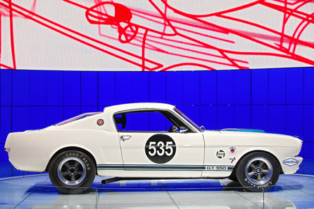 DETROIT - JANUARY 15: A vintage Ford Mustang GT 350 on display January 13th, 2015 at the 2015 North American International Auto Show in Detroit, Michigan. Editöryel