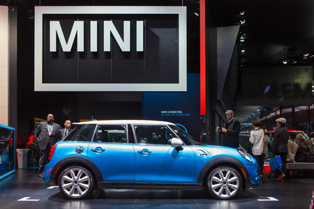 DETROIT - JANUARY 13: A Mini Cooper on display January 13th, 2015 at the 2015 North American International Auto Show in Detroit, Michigan. Stok Fotoğraf - 35780564