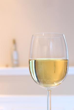şarap kadehi: Şarap cam yansımalar Stok Fotoğraf