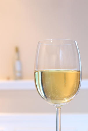 pinot grigio: wine glass reflections