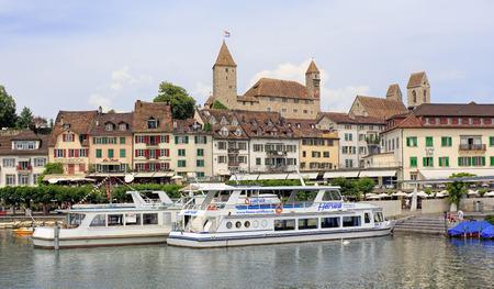 st  gallen: Rapperswil Suiza 12 de junio 2015: Paisaje urbano con el castillo de Rapperswil en el fondo. Rapperswil es parte del municipio de RapperswilJona en el cant�n de St. Gallen se encuentra en el lado este del lago de Zurich.