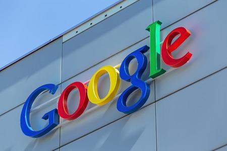 google: Zurich Suiza 24 de junio 2015: Google firmar en la pared del edificio de oficinas de Google. Google es una empresa multinacional de tecnolog�a especializada en servicios y productos Internetrelated.