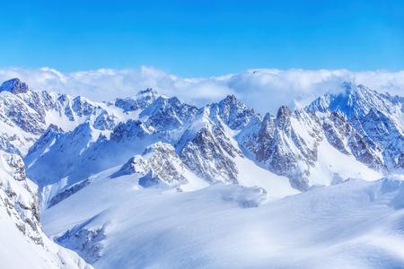 Alpi, vista dalla cima del Monte Titlis in Svizzera l'inizio della primavera.