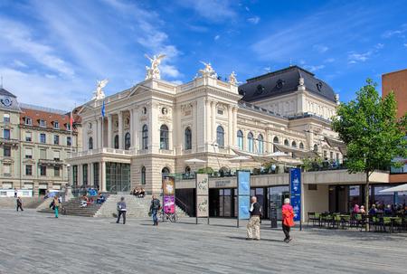 zurich: Zurich, Switzerland - 25 May, 2016 - Zurich Opera House building and people on Sechselautenplatz square. Zurich Opera House (German: Opernhaus Zurich) has been the home of the Zurich Opera since 1891. It also houses the Bernhard-Theater Zurich and the Zur