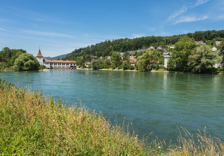 The Aare river in Switzerland, view from the town of Aarau in summertime. The Aare is longest river that both starts and ends within Switzerland, the town of Aarau is the capital of the Swiss canton of Aargau. 版權商用圖片 - 97315835