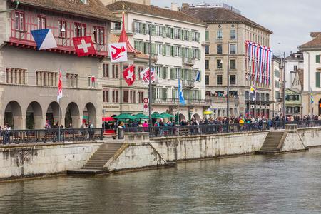 Zurich, Switzerland - 17 April, 2016: Limmatquai quay in the city of Zurich before beginning of children's parade devoted to the upcoming Sechselauten festivity. Sechselauten is a traditional spring holiday in the city of Zurich, children's parade (German Standard-Bild - 98651547