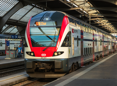 Zurich, Switzerland - August 7, 2018: a passenger train to the city of Chur standing at a platform of the Zurich main railway station, main focus on the front of the locomotive. The Zurich main railway station is the largest railway station in Switzerland Редакционное