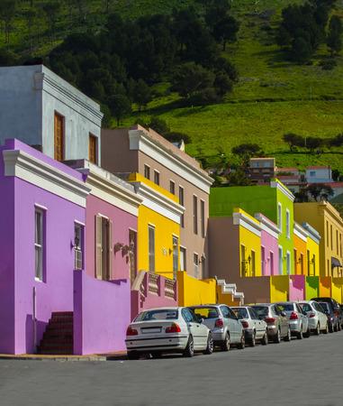 urban colors: Vista en perspectiva de Bo Kaap Distrito, Ciudad del Cabo, Sudáfrica Foto de archivo