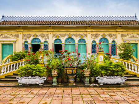 Facade of Binh Thuy ancient house in french colonial style, Can Tho, Vietnam 免版税图像