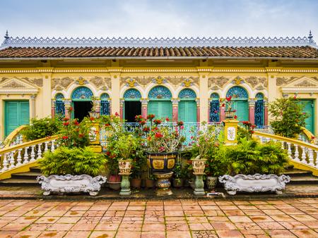 Gevel van het oude huis van Binh Thuy in Franse koloniale stijl, Can Tho, Vietnam Stockfoto