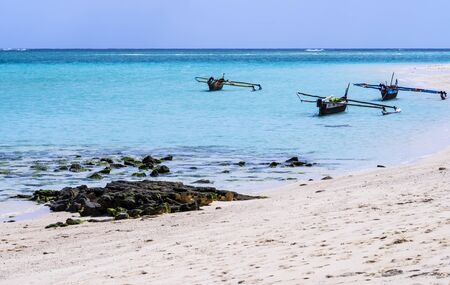 Stunning white sand beach of Nosy Ve island with typical outrigger pirogues moored in the background, Indian Ocean, Madagascar Stockfoto