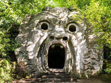 Stunning view of Orcus Mouth, a grotesque sculpture at famous Park of the Monsters, also named Sacred Grove, Bomarzo Gardens, province of Viterbo, Lazio, Italy Banque d'images