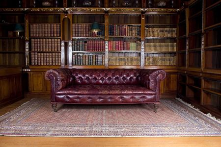 図書館: レトロな茶色の革のソファ、ラウンジ リビング ルーム 写真素材