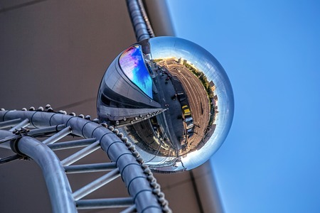 A ball on a building facade reflecting a 360 degree panorama of the surroundings. 版權商用圖片 - 96841605