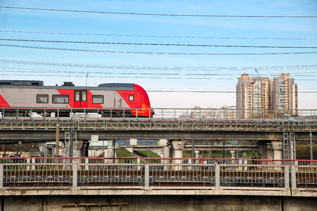 Fast modern metro train on the city background. Sunny day with the clear sky Banque d'images