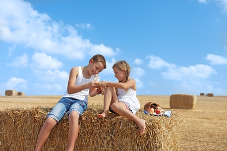 agri: Children dine for clean air summer day Stock Photo