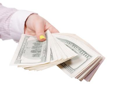dare soldi: dare soldi a uno sfondo bianco isolato