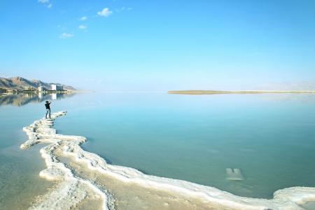 dia de muerto: Paisaje del Mar Muerto en un d�a de verano Foto de archivo