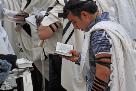 worshipers pray at the Wailing Wall Jerusalem Éditoriale