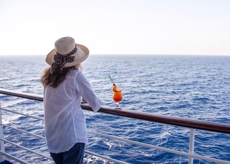 girl enjoying a cocktail while cruising 版權商用圖片