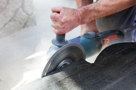 резка: работа шлифовальные, обработки и резки гранита