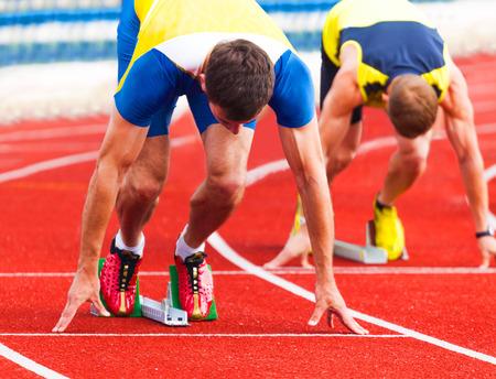 bloques: atletas en la salida, los deportes de fondo