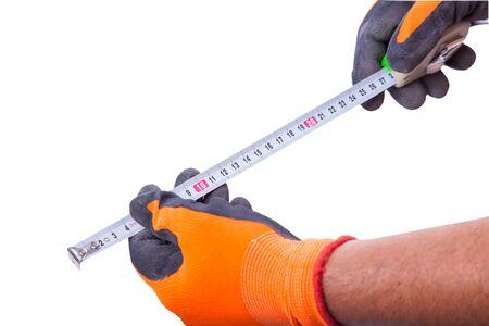 manos trabajo: manos guantes de trabajo mantienen la ruleta aislado en un fondo blanco