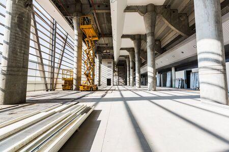 maquinaria: equipos de construcción y maquinaria en el lugar de la construcción